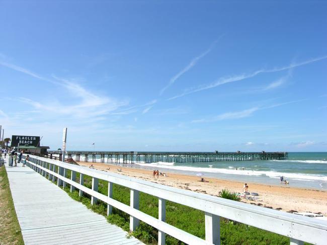 Flagler Beach's pier seen from the A1A